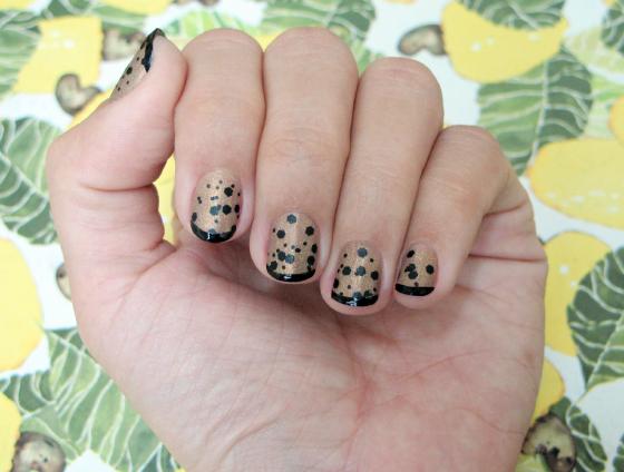 unhas-de-segunda-unhas-diferentes-e-nail-art-adesivo-revlon-marchesa-polka-dot-esmalte-unhas-decoradas-mandy