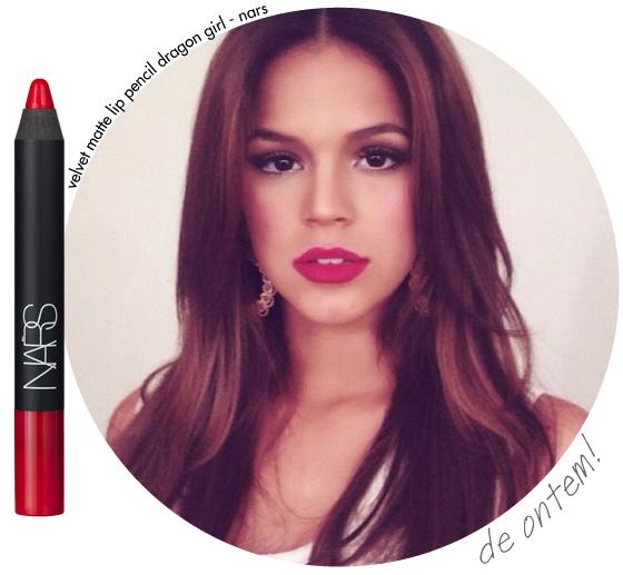 bruna-marquezine-batom-primeiro-capitulo-em-familia-vermelho-nars-dragon-girl-velt-matte-lip-pencil