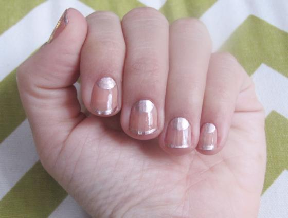 unhas-de-segunda-inspired-Tadashi-Shoji-nyfw-unhas-decoradas-nail-art-essie-penny-talk-meia-lua-metalizada-nude-cipo-colorama