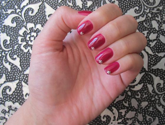 unhas-de-segunda-unhas-diferentes-e-nail-art-unhas-decoradas-estrelas-stud-sephora-no-limits-nars-guy-bourdin-esmalte-rosa