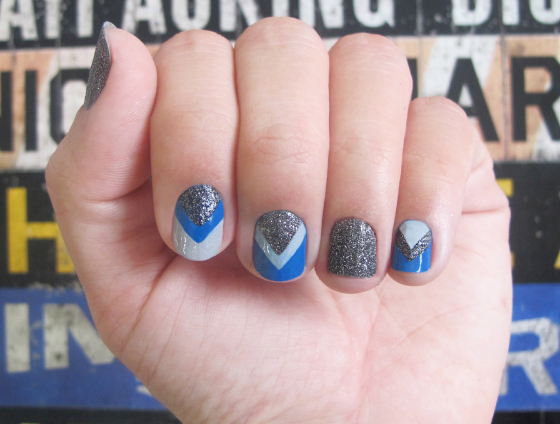 unhas-de-segunda-unhas-diferentes-nail-art-unhas-decoradas-esmaltes-maybelline-audacious-asphalt-geometrica-sapphire-forever-21-loreal-rough-around-the-edges