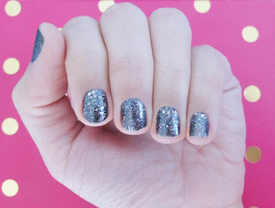 unhas-de-segunda-unhas-decoradas-esmalte-glitter-maybelline-brocades-black-n-mirrors