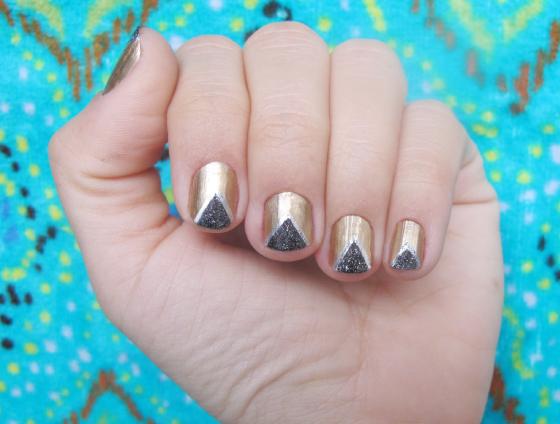 unhas-de-segunda-unhas-decoradas-nail-art-unhas-diferentes-esmalte-sally-hansen-i-heart-nail-art-maria-menounos-nails-oscar-bold-gold-maybelline-polish-meia-lua-geometrica