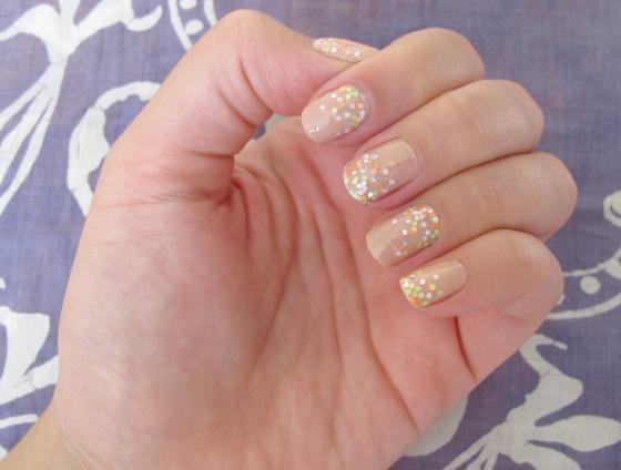 unhas-de-segunda-unhas-decoradas-unhas-diferentes-nail-art-glitter-milani-sugar-rush-risque-po-de-arroz-ombre-glitter-pastel