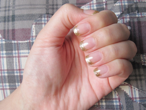 unhas-de-segunda-unhas-decoradas-unhas-diferentes-nail-art-sally-hansen-inglesinha-french-mani-glitter-gold-cabaret