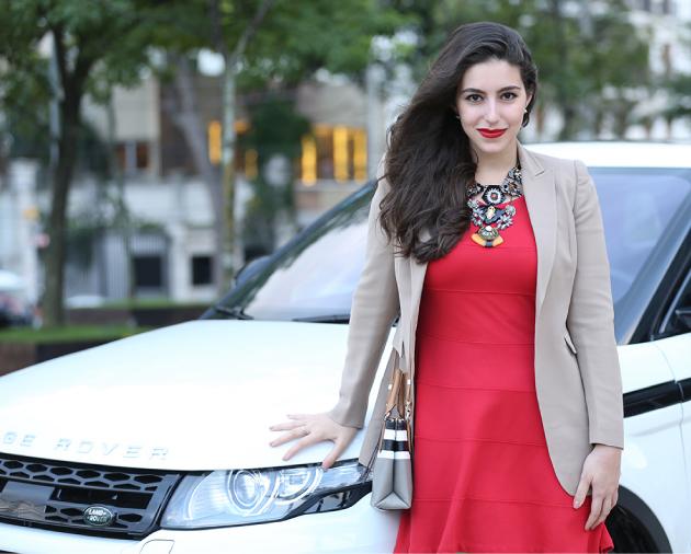 look-do-dia-vestido-vermelho-blazer-caqui-carina-duek-sapato-nude-colares-cosmopolitan-nadia-gimenez-bolsa-coach-land-rover-range-rover-evoke3