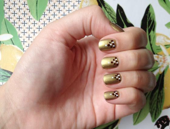 unhas-de-segunda-unhas-decoradas-unhas-diferentes-nail-art-esmalte-mac-esmalte-maybelline-cobertura-fosca-colorama-