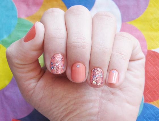 unhas-de-segunda-unhas-decoradas-unhas-diferentes-nail-art-glitter-hard-candy-esmalte-impala-isis-valverde