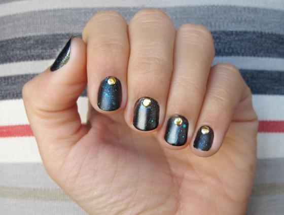 unhas-de-segunda-unhas-decoradas-unhas-diferentes-nail-art-revlon-elusive-tachas