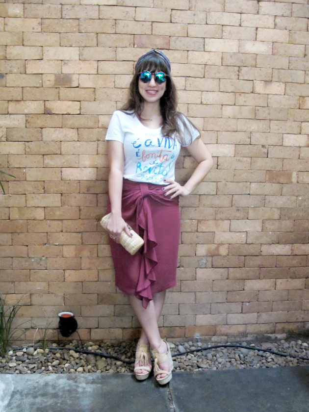 look-tee-camiseta-chico-rei-estampada-saia-midi-blog-starving-mandy-turbante-outfit