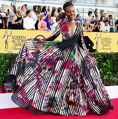lupita-nyongo-sag-awards-look-red-carpet