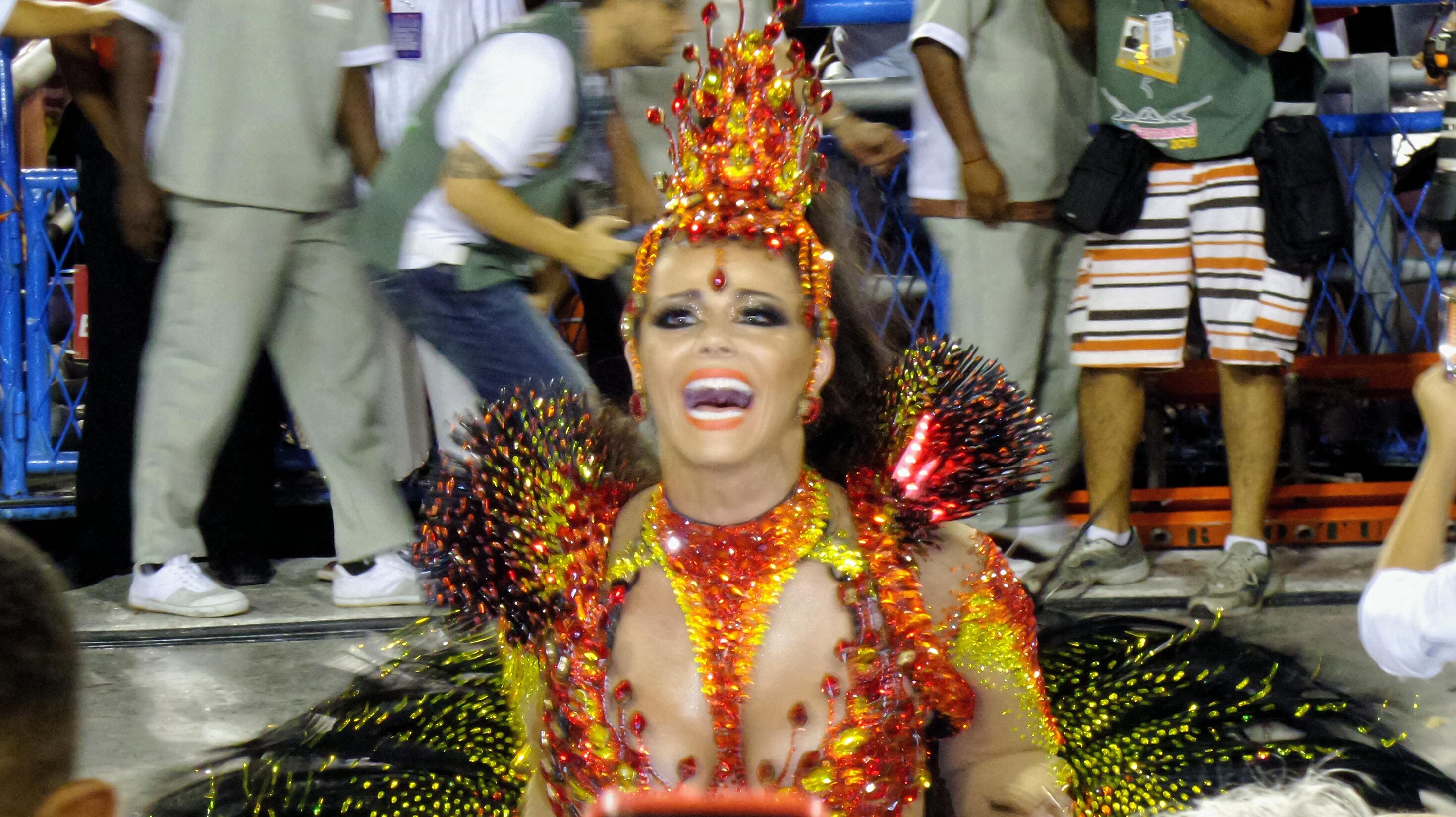 Viviane araujo madrinha bateria salgueiro 2015 grande carnaval rio sapucai