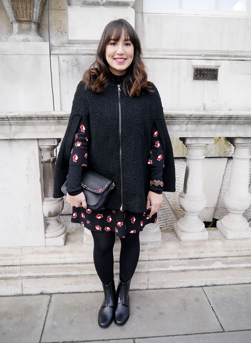 lfw-london-londres-semana-de-moda-mandy-blog-staring-look-do-dia-street-style-poncho-braco-mango-miu-miu-bota-galocha-melissa-capa-trend-long-bob-hair-bangs-somerset-house-winter-fall-2015-fw