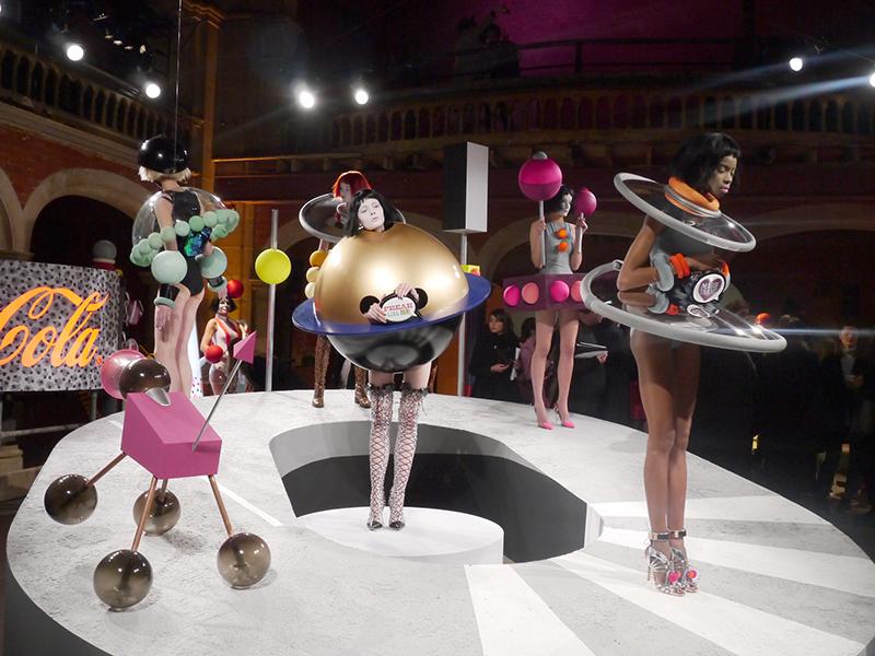 sophia-webster-aw-fw-2015-apresentacao-show-desfile-sapato-bolsa-diferente-lfw-london-londres-semana-de-moda-blog-starving