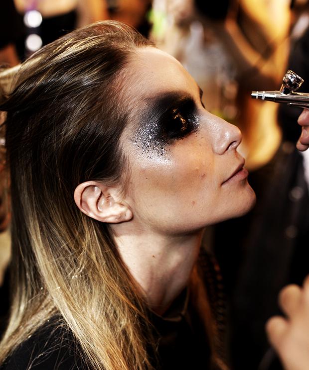 triya-spfw-make-beleza-2016-verao-max-weber-glitter-sereia
