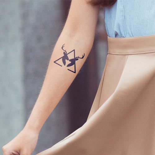 tatuagem temporaria inkbox tirangulo cervo