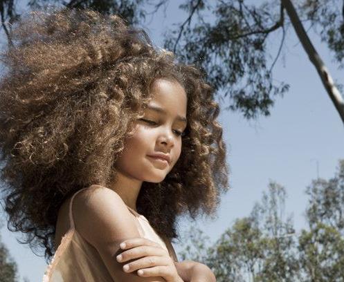 criancas cabelo natural cachos afro alisamento em criancas meninas 3