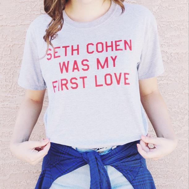 camiseta-frase-divertida-netflix-harvard-law-onde-comprar-online-brasil-seth-cohen