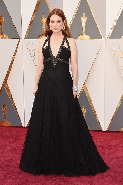 HOLLYWOOD, CA - FEBRUARY 28: Actress Julianne Moore attends the 88th Annual Academy Awards at Hollywood & Highland Center on February 28, 2016 in Hollywood, California. (Photo by Jason Merritt/Getty Images)