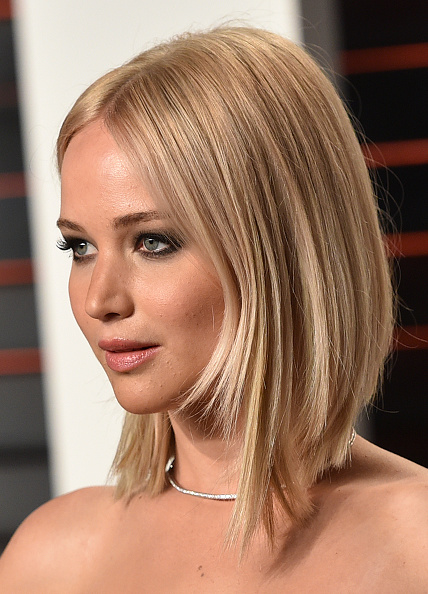BEVERLY HILLS, CA - FEBRUARY 28: Actress Jennifer Lawrence arrives at the 2016 Vanity Fair Oscar Party Hosted By Graydon Carter at Wallis Annenberg Center for the Performing Arts on February 28, 2016 in Beverly Hills, California. (Photo by John Shearer/Getty Images)