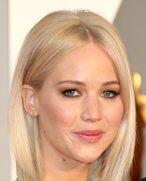 HOLLYWOOD, CA - FEBRUARY 28: Actress Jennifer Lawrence attends the 88th Annual Academy Awards at Hollywood & Highland Center on February 28, 2016 in Hollywood, California. (Photo by Dan MacMedan/WireImage) *** Local Caption *** Jennifer Lawrence