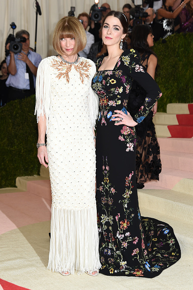 "NEW YORK, NY - MAY 02:  Anna Wintour and  Bee Shaffer attend the ""Manus x Machina: Fashion In An Age Of Technology"" Costume Institute Gala at Metropolitan Museum of Art on May 2, 2016 in New York City.  (Photo by Jamie McCarthy/FilmMagic)"